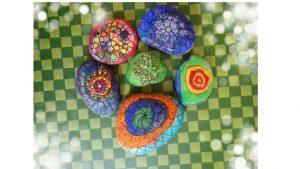 sassi colorati nani e giganti mandala